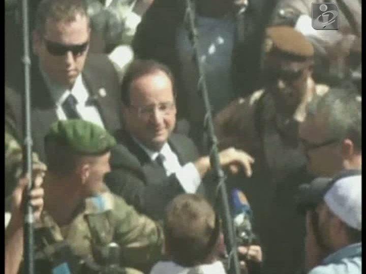 Hollande recebido em triunfo no Mali
