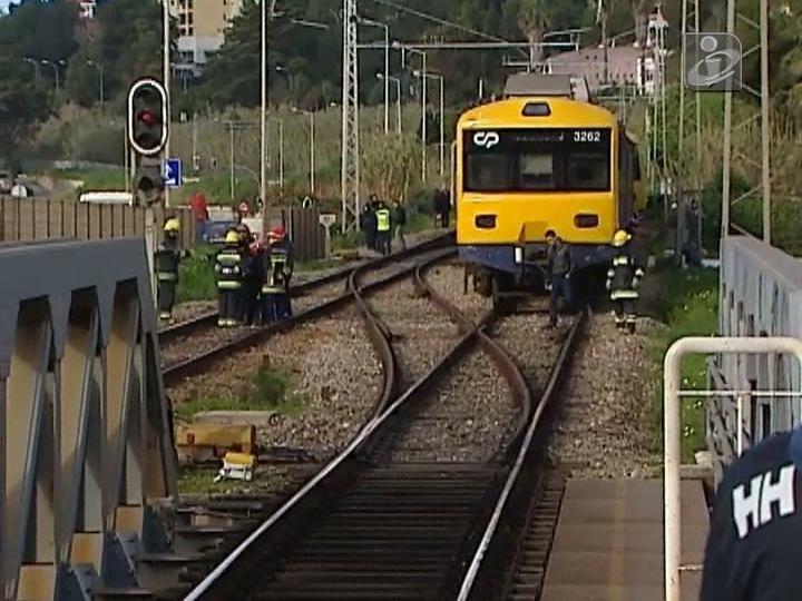 Descarrilamento de comboio em Caxias
