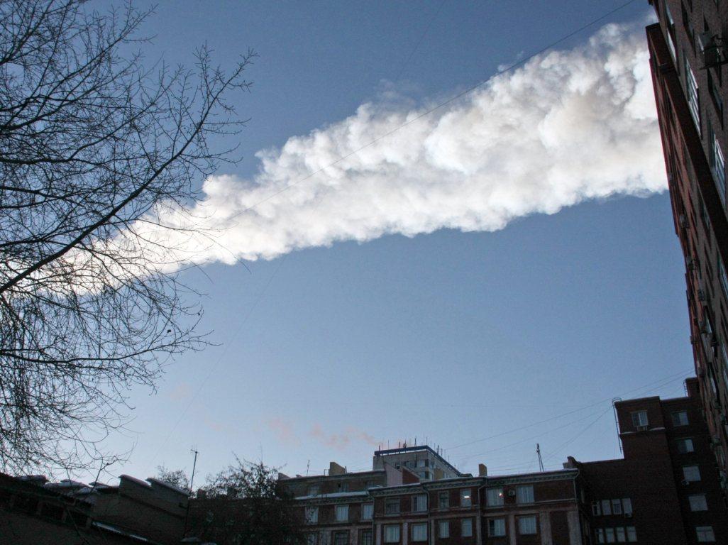 Queda de meteorito provoca centenas de feridos [EPA]