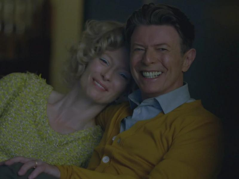 Tilda Swinton e David Bowie no vídeo de «The Stars (Are Out Tonight)»