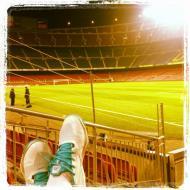 A festa do Real Madrid: os pés de Xabi Alonso perante as bancadas vazias de Camp Nou