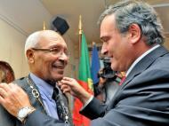 Mário Coluna recebeu medalha de mérito desportivo [António Silva/Lusa]