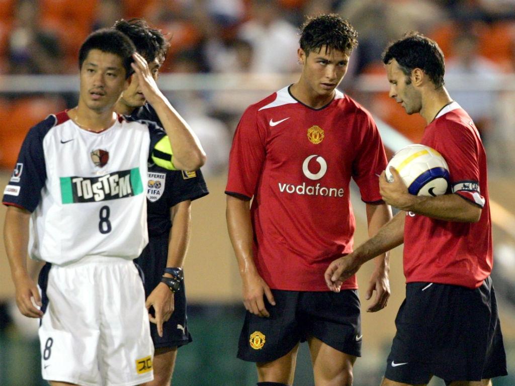 Ronaldo e Giggs (REUTERS/Kimimasa Mayama)