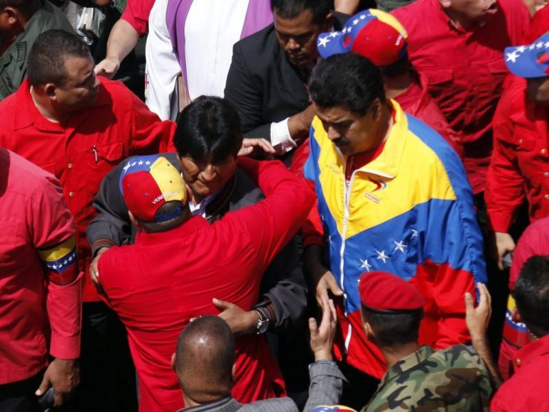 Evo Morales e Nicolás Maduro no cortejo fúnebre de Hugo Chávez (Foto Lusa/EPA)