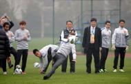 David Beckham ensina a jogar futebol na China Foto: Reuters