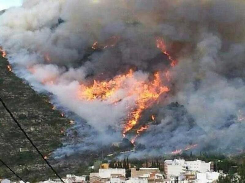 Incêndio em Barx, Espanha [EPA]