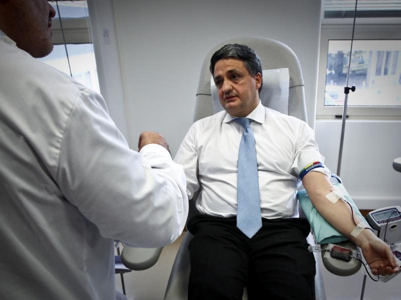 Paulo Macedo dá sangue (LUSA)