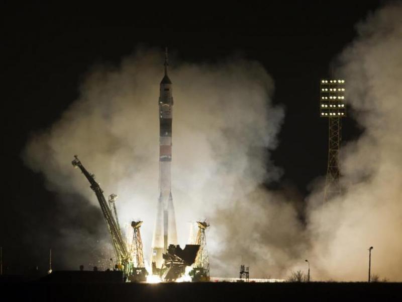 Nave tripulada russa faz viagem para Estação Espacial em tempo recorde [Reuters]