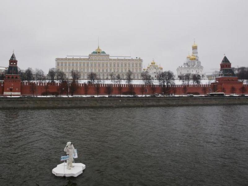 Protesto da Greenpeace em Moscovo [Reuters]