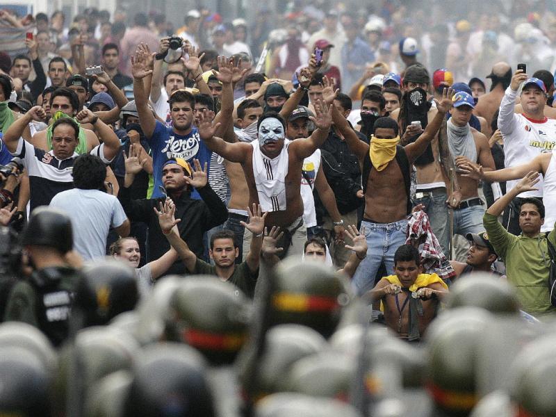 Venezuela: confrontos na rua após proclamação de Maduro (Reuters)