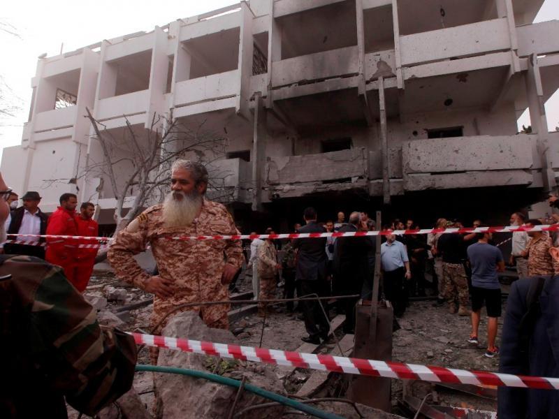 Atentado junto a embaixada francesa na capital Líbia (Reuters)