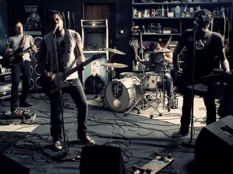 Fonzie no vídeo do single «Renascer»