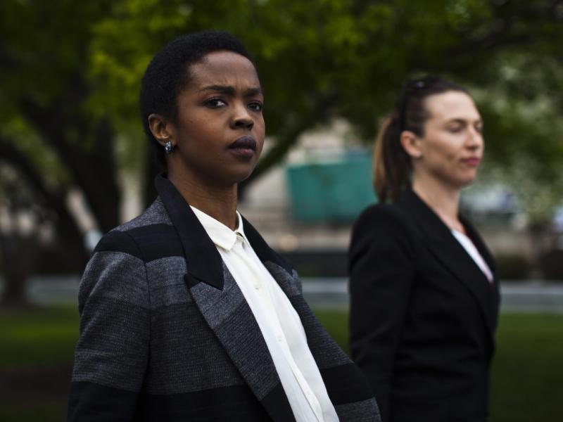 Lauryn Hill à saída do tribunal federal de Newark (Reuters)