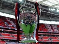Troféu da Liga dos Campeões em Wembley (EPA/Andy Rain)