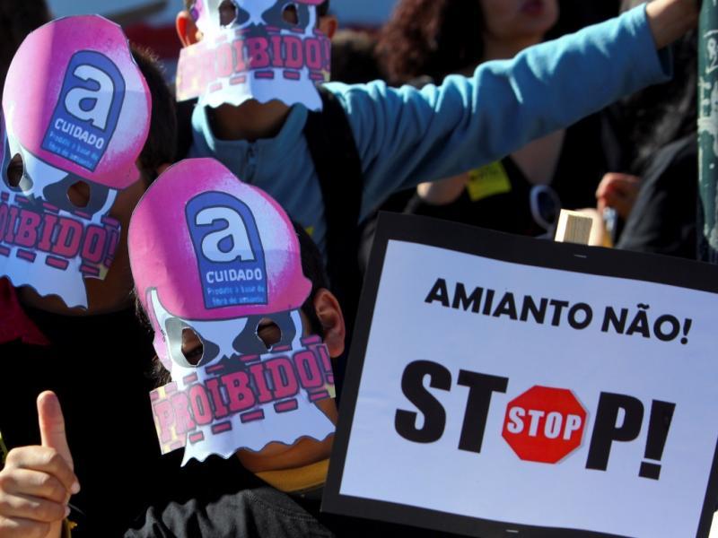Protesto contra amianto na escola [LUSA]