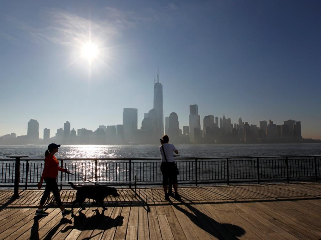 Colocada antena no World Trade Center (Reuters)
