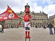 Adeptos do Benfica invadem Amesterdão para a final da Liga Europa (EPA/MARCEL ANTOSSINE)