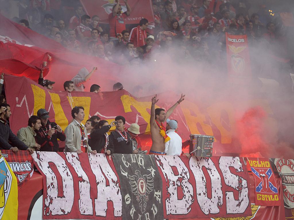 Adeptos Benfica vs Chelsea em Amesterdão (LUSA)