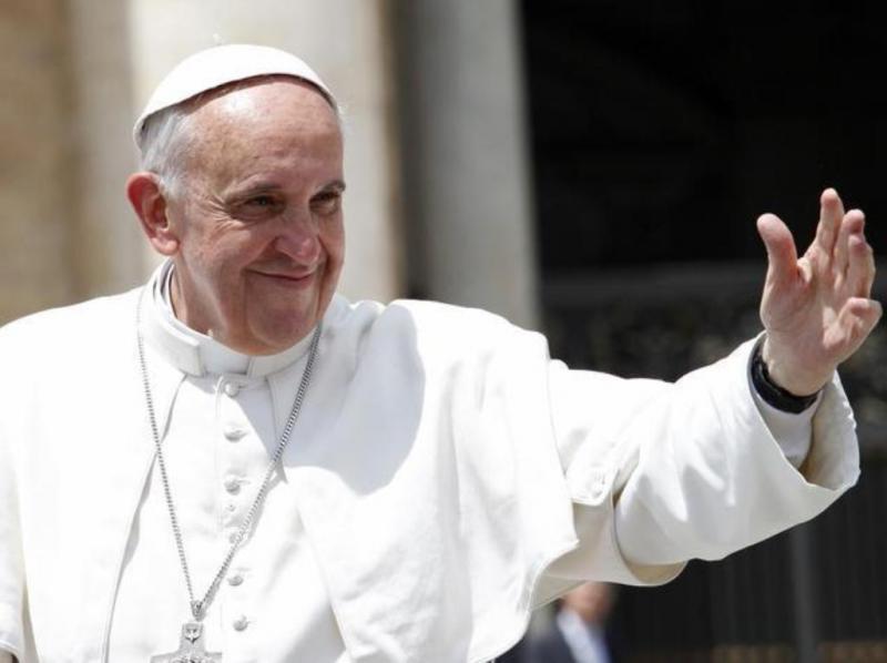 Papa abençoa fiéis na praça de São Pedro (REUTERS/Giampiero Sposito)