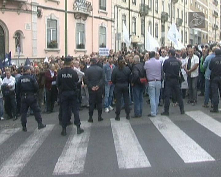 «Polícia Unida Jamais será Vencida. Está na hora de o Governo ir embora»
