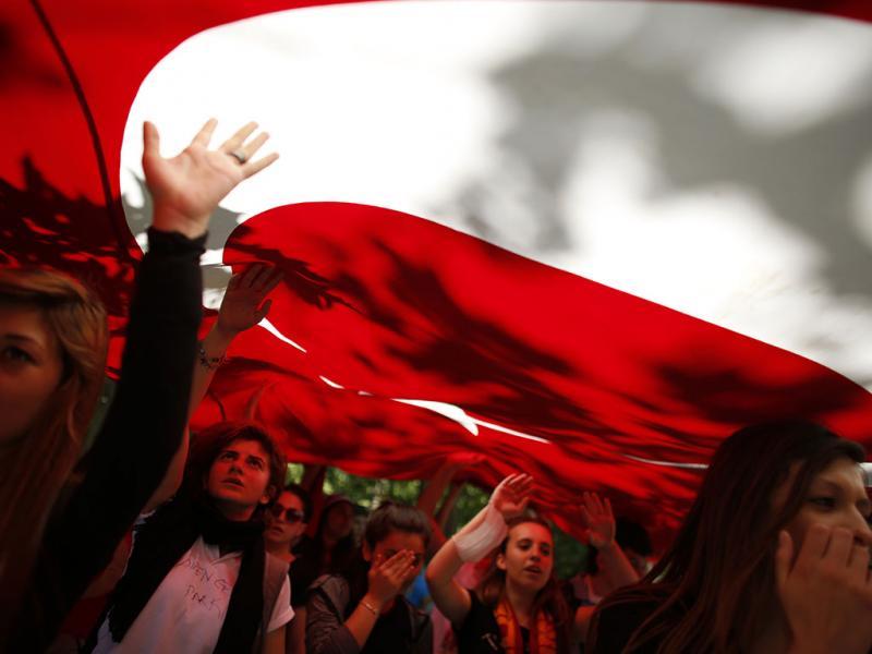 Confrontos em Istambul (Reuters)