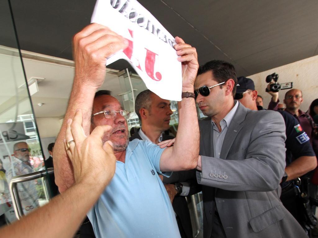 Manifestante detido depois de pedir demissão de Cristas (LUSA)