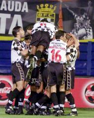 18/5/2001: Boavista sagra-se campeão nacional pela primeira vez na sua história ao vencer o Desp. Aves (Reuters)