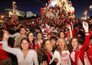 22/5/2005: adeptos do Benfica festejam a conquista do título nacional, onze anos depois (Reuters/José Manuel Ribeiro)