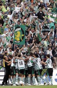 27/5/2007: Sporting festeja a vitória na final da Taça, diante do Belenenses, por 1-0, na despedida de Nani, que ruma ao Manchester United (Reuters/Nacho Doce)