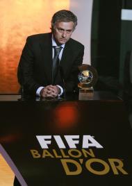 10/1/2011: José Mourinho vence a primeira edição da Bola de Ouro atribuída pela FIFA ao melhor treinador do Mundo (Reuters/Arnd Wigmann)