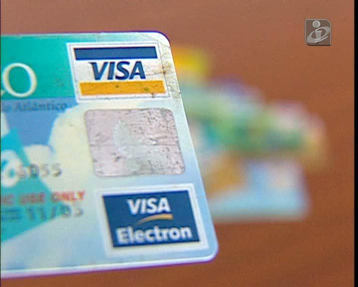 Três detidos em burla com cartões bancários