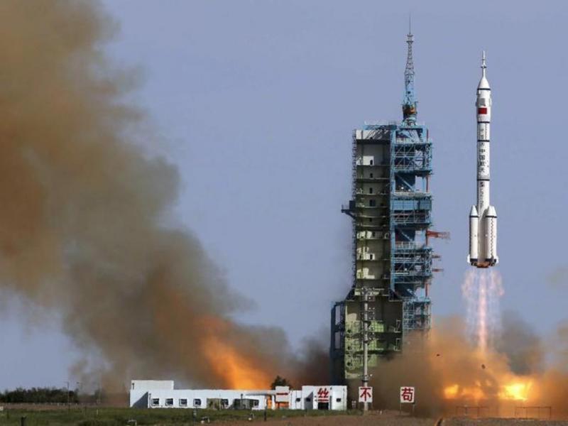 China inicia quinta missão espacial a bordo da «Shenzhou X» [Reuters]