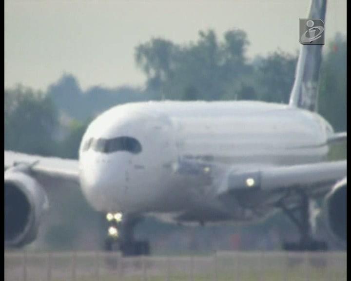 A350 faz voo inaugural