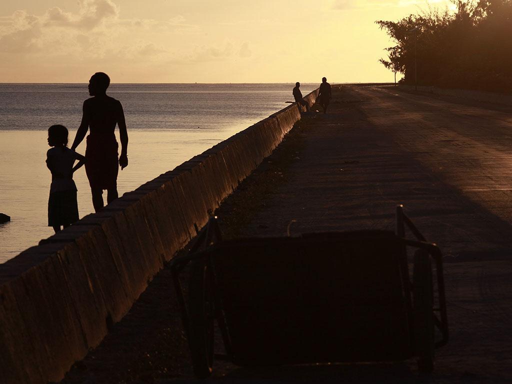 Kiribati, este país da Micronésia vai ser engolido pelo mar nos próximos 60 anos. Um documentário fotográfico de David Gray (Reuters)