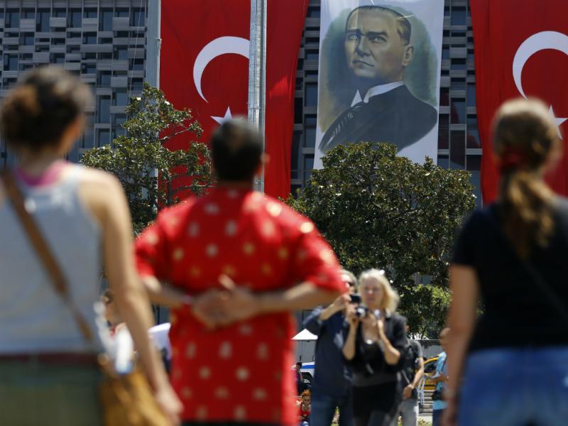 Protestos silenciosos na Praça Taksim (reuters)