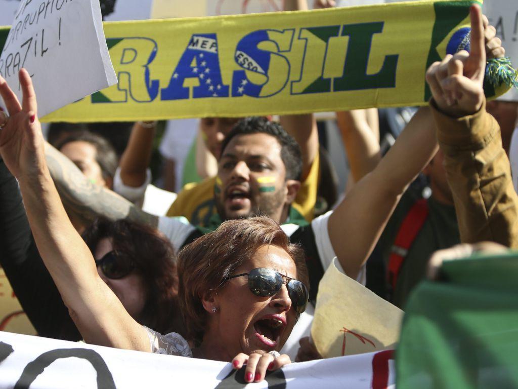Protesto de brasileiros em Portugal