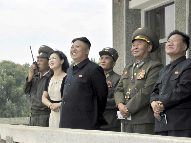 Kim Jong-un e a sua mulher, Ro Sol-ju (Lusa)