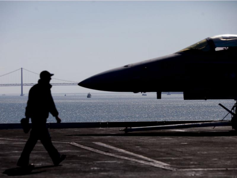 Cinco mil militares do porta-aviões Eisenhower em Lisboa (MIGUEL A. LOPES/LUSA)