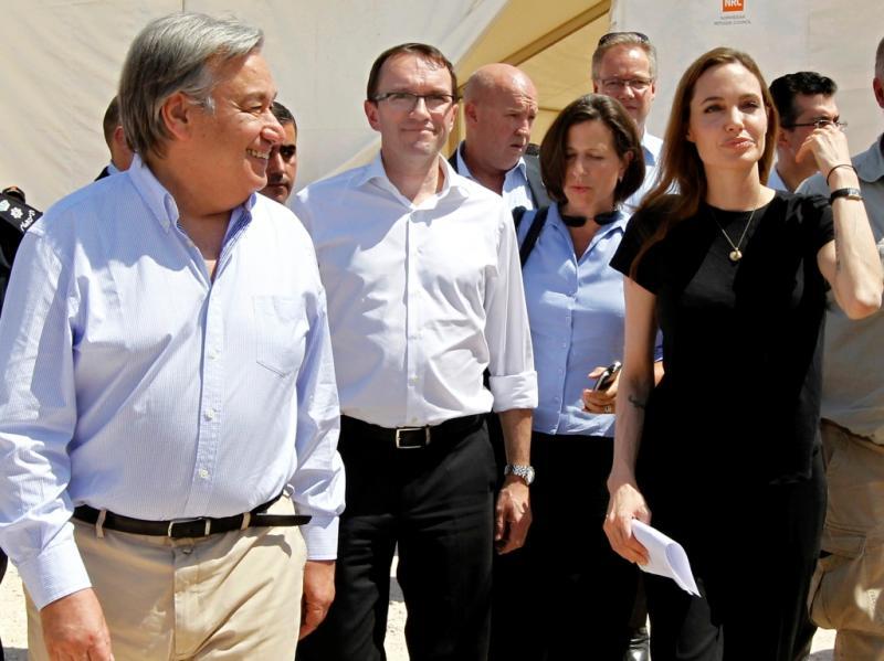 Angelina Jolie e António Guterres visitam refugiados sírios na Jordânia no Dia Mundial do Refugiado. Guerra na Síria já obrigou quase dois milhões a fugir do país (REUTERS/Muhammad Hamed)