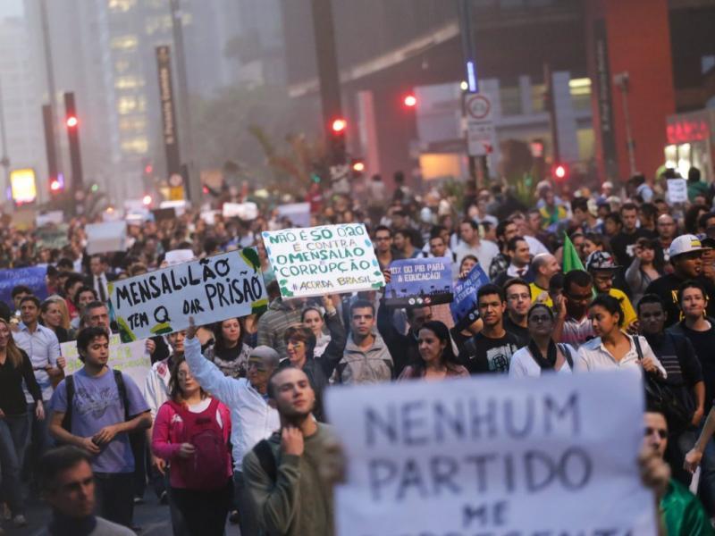 Protestos no Brasil (EPA)