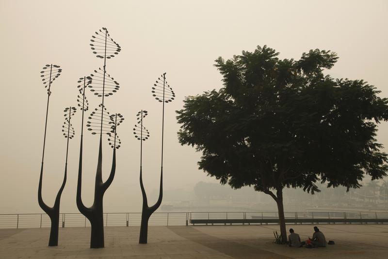 Nuvem de fumo cobre Singapura (REUTERS)