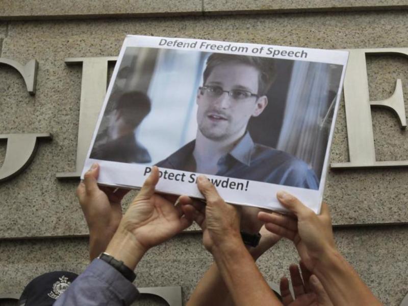 Casa Branca diz que Edward Snowden enfrenta acusações criminais nos EUA. Analista de dados encontra-se na Rússia [Reuters]