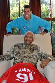 Mandela: Cristiano Ronaldo e uma camisola de Portugal no Mundial 2010