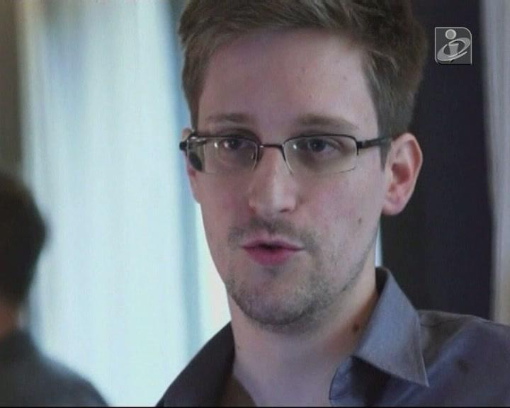 Assange informa que Snowden está num «local seguro»