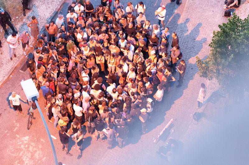 Greve Geral: manifestantes cercados pela PSP (Foto: Cláudia Lima da Costa/DR)