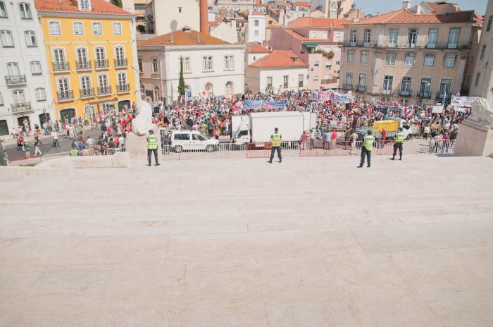 27 de junho: na rua, a ver a greve passar (Fotografia Cláudia Lima da Costa)
