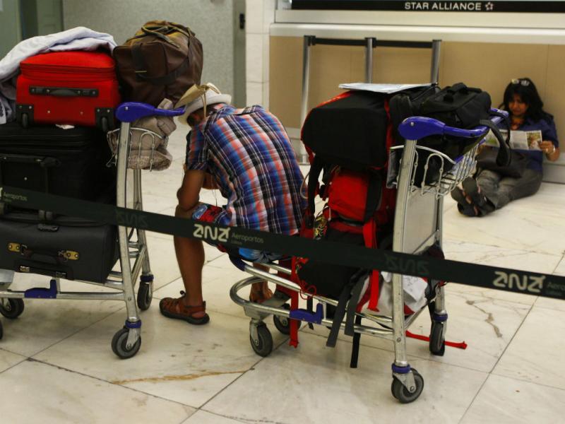 Voos cancelados deixam centenas à espera no aeroporto de Lisboa (Lusa/Miguel A. Lopes)