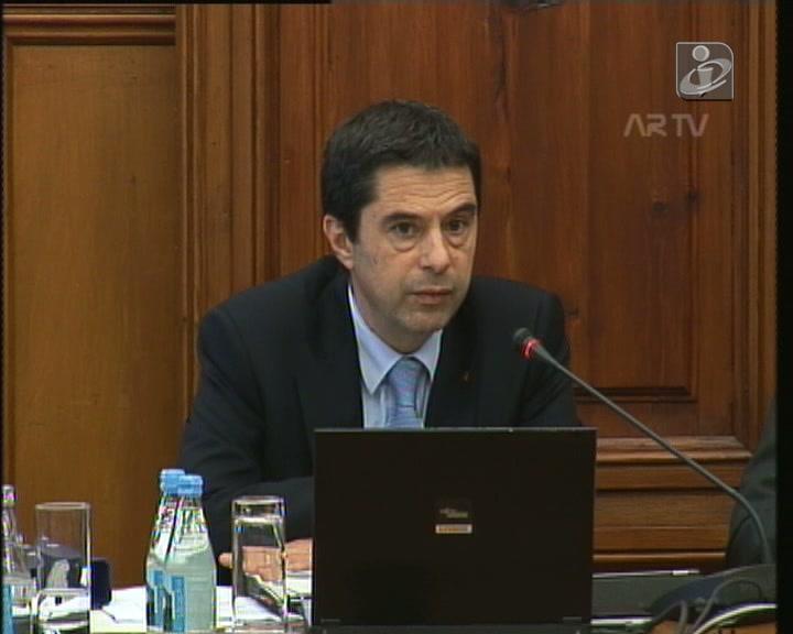Governo admite que abordou «swap» com Teixeira dos Santos