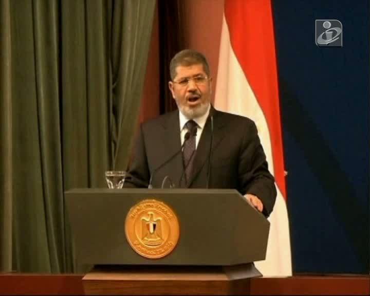 Egito: Morsi rejeita ultimato do exército