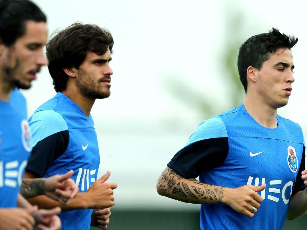 Três reforços: Licá (E), Tiago Rodrigues (C) e Josué (D)